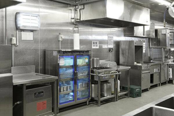 khử trùng đồ dùng, dụng cụ nhà bếp, bát đĩa, dao thớt bằng tia UV