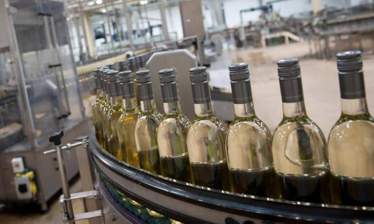 Nhà máy đóng chai rượu